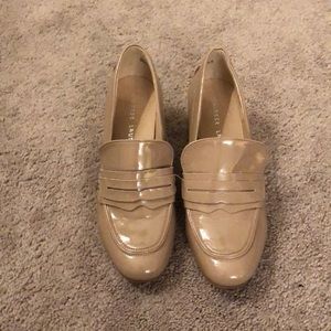 Heeled patent leather loafers